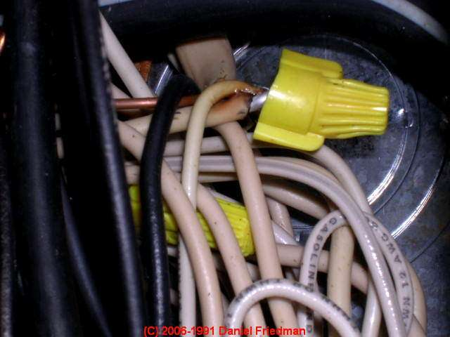 Photograph of this overheating and improperly-made aluminum to copper pigtail splice. : aluminum wiring in florida homes - yogabreezes.com