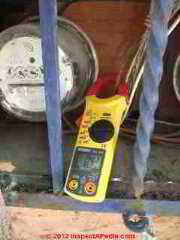 using the Digisnap DSA-500 snap-around digitial multimeter from A.W. Sperry Instruments (C) Daniel Friedman