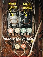 Rusty fuse panel serving a double-wide mobile home (C) Daniel Friedman