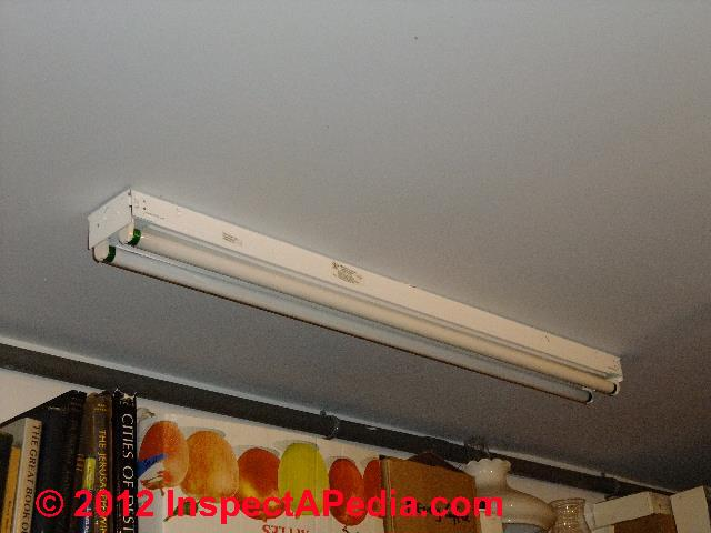 How to fix a fluorescent light that flickers or won\'t light ...