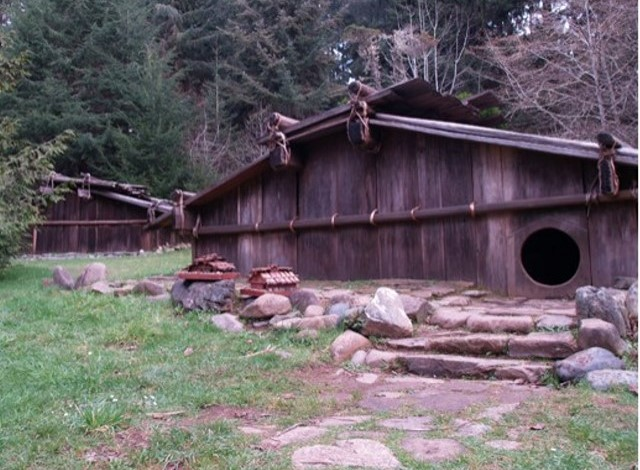 Box house plank house construction yurok tribe for Pacific northwest houses