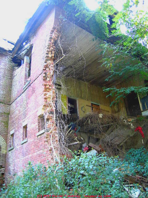Weep Holes Drainage Amp Moisture Ventilation In Brick Walls
